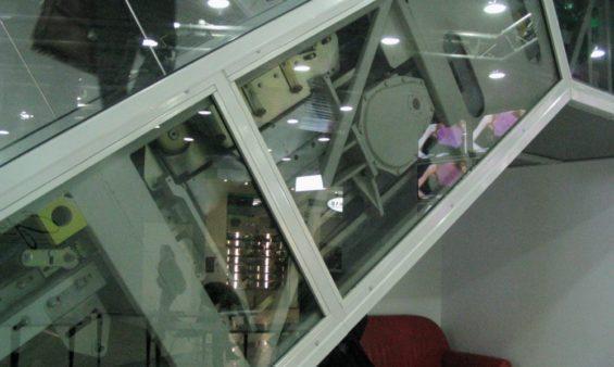 Облицовка эскалатора нержавеющей сталью
