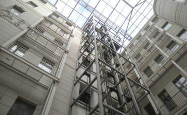 Лифтовая шахта из металла для отеля Индиго