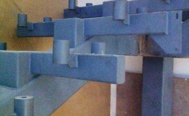 Изготовление и установка металлической лестницы в бассейне