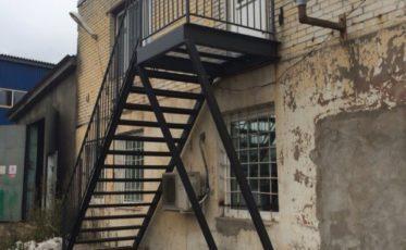 Пожарная лестница — изготовление, сборка и монтаж