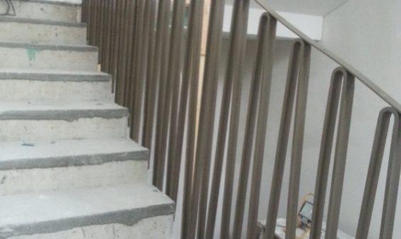 Производство и установка лестничных ограждений